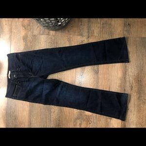 Levis Bootcut Jeans {slimming boot}
